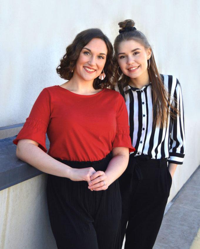 Nea-Sofia & Inka-Erika, pystypromokuva, ohjelmatoimisto Tour de Talents